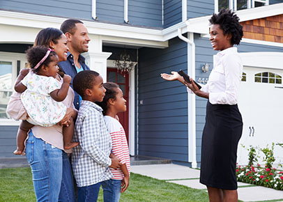 Family talking to a real estate agent